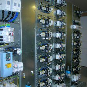 EC-Products sähkökaappi ja komponentteja